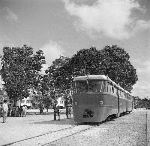 Landsspoorwegen, koninklijk bezoek aan Kabel, Suriname1955. Klik foto voor website Treinen in Suriname.