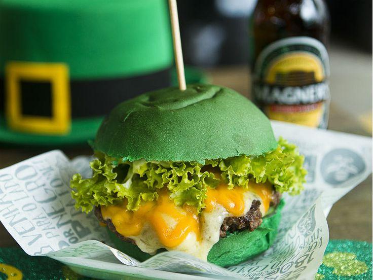 Entre os destaques do cardápio, está o Patricius Burger (R$ 20), elaborado pelo chef Alex Caputo, do Wings Burger, com elementos que remetem às cores da bandeira da Irlanda.