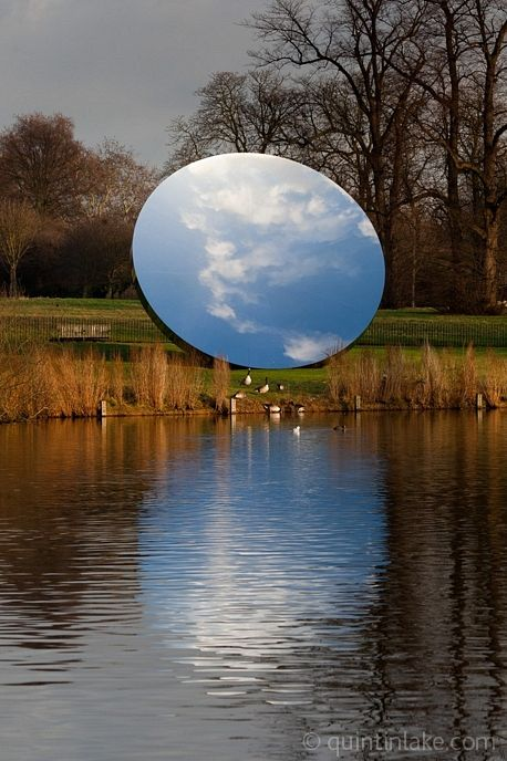 Anish Kapoor - a miniature earth created by a mirror. Decoration via vanity's normal path. Sublime #FredericClad