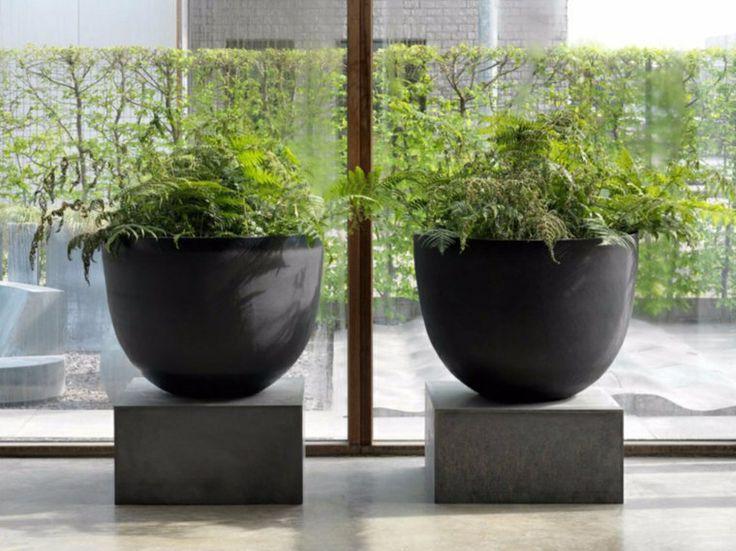 grand pot de fleurs en terre cuite pour votre jardin et. Black Bedroom Furniture Sets. Home Design Ideas