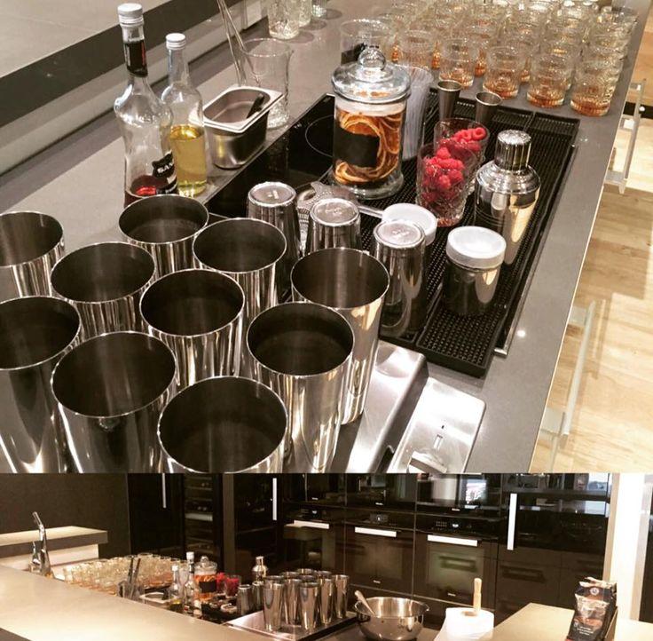 Un cocktail de autor para la presentación del café de Miele con 3 de nuestros siropes: rosas, vainilla y frambuesa con ginebra de base alcohólica y el café. Seguro que quedó espectacular! Aquí tenéis la receta para los curiosos que la quieran probar :) #Jarabes #Sanz #Cocktails #Falernum #Mixología #Mixology #cocktail #bartender #mixologist #flairbartending #falir #cafe #coffee #coctelera #receta #jarabe #tiki #Blog #Sirope #Syrup #Madrid