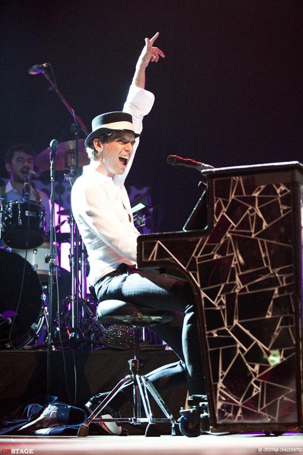 Mika playing piano @ Gran Teatro Geox, Padova 09.11.2012