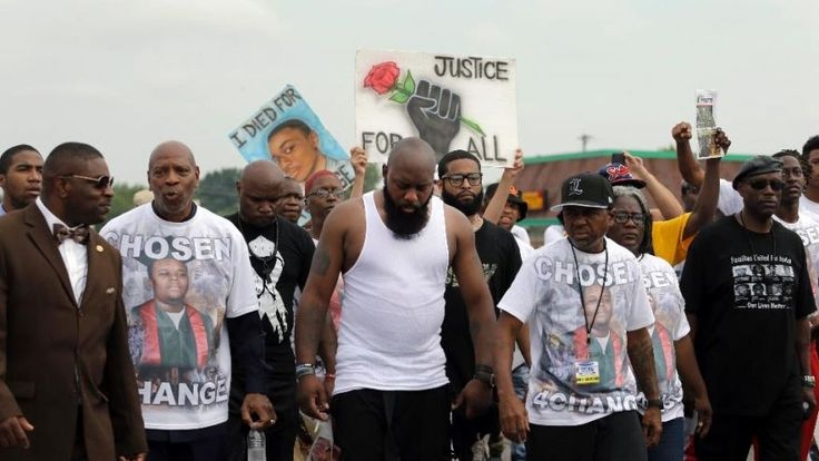 March and a moment of silence mark the 1-year anniversary of Michael Brown's death in Ferguson - http://www.dataheadline.com/us-news/march-and-a-moment-of-silence-mark-the-1-year-anniversary-of-michael-browns-death-in-ferguson/