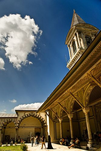 One of the greatest Empire ruled Ottomans from this modest palace which doesn't look up its people from above. Topkapi Palace, Istanbul, Turkey