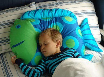 almohadas con formas animales como el conejo de portada es un regalo ideal para una niña o un niño. Con él pueden jugar y dormirán tranquilos, descansando con su mascota almohada.: Pillows Covers, Pillows Cases, Children Pillowca, Fish Pillows, Children Bedrooms, Boys Rooms, Ideas Boys, Fish Pillowca, Kids Rooms