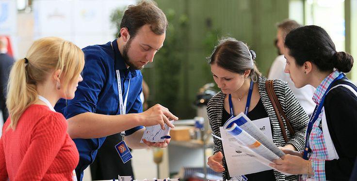"""Große Jobmesse für Studenten  - Vom 25. bis 27. April findet in Berlin die """"connecticum"""" statt - eine Karrieremesse für Studierende, Absolventen und Young Professionals."""