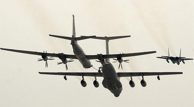 Ruský vojenský stroj v pátek podle švédského letectva málem narazil do dopravního letadla. Pilot armádního letounu měl vypnutý radarový odpovídač a zamířil nad moře jižně od Švédska, kudy letěl i civilní stroj z Kodaně. Dispečeři museli dopravní letadlo odklonit. Do srážky podle nich zbývala minuta.