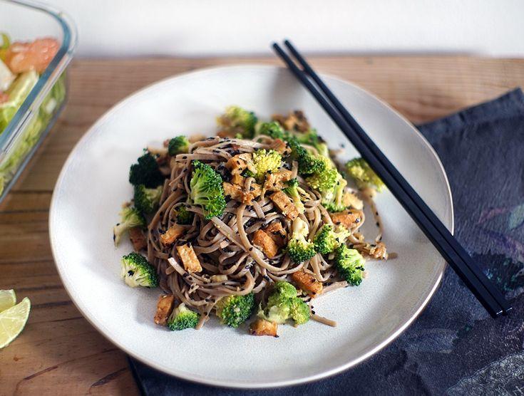 Soba Nudle s Brokolicí, Ořechy a Tempehem | Veganotic