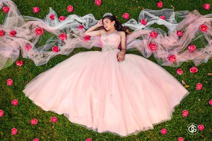 Houston quinceañera photographer.  Fotógrafo de quinceañeras. Quinceañeras…