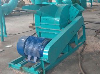 Cippatore/trituratore (con ventilatore di aria) : necessario per fusti o per materiale di dimensioni sino a 300 mm di diametro