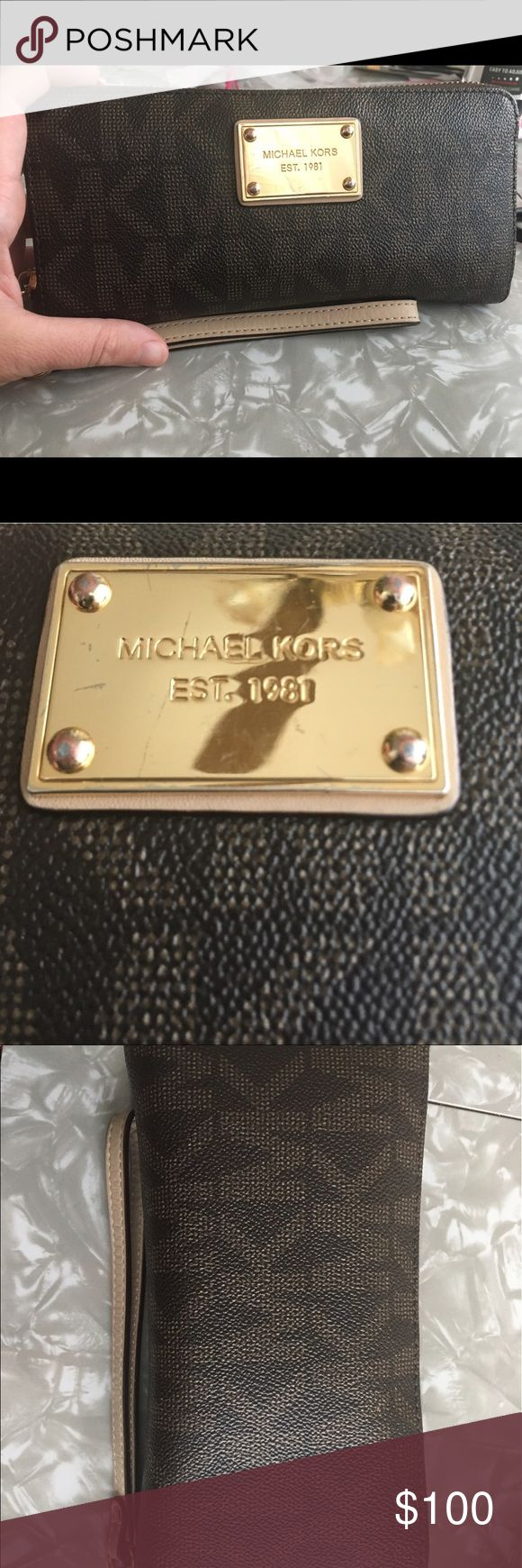 Michael kors jet set wallet Michael kors jet set wallet.  Good condition. A few scratches, see pic. Normal wear and tear, see pics.  Make an offer. Want more pics, just ask 🙂 KORS Michael Kors Bags Wallets