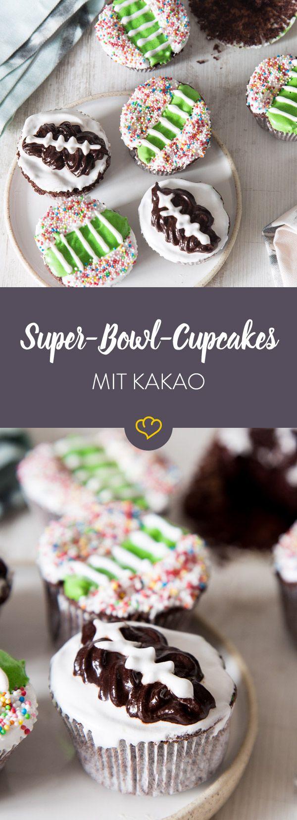 Bunte Kakaoküchlein für das Spiel: American Football Cupcakes
