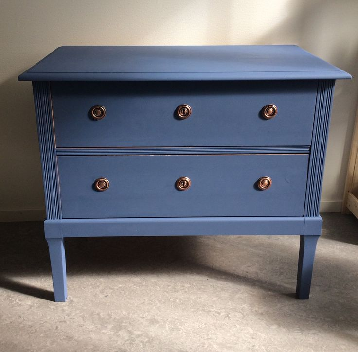 Old dresser got new life with some color! Pretty easy and fun to paint old furniture #diy#remake#furniturediy#remakefurniture