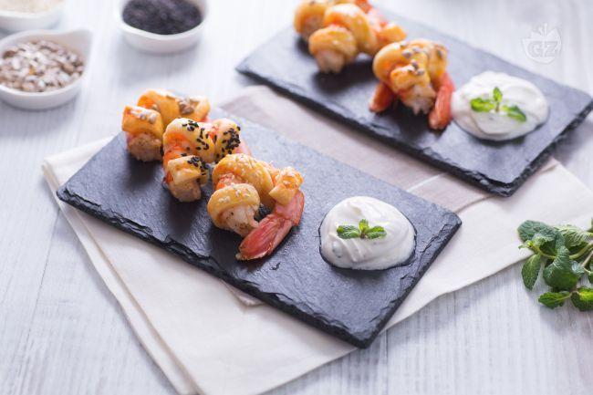 I gamberi in crosta sono uno sfizioso antipasto finger food perfetto per i menù delle feste.