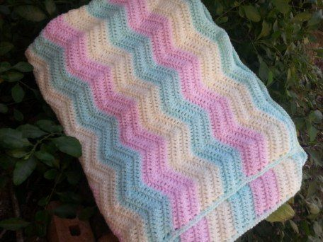 Easy to make crochet ripple blanket. Large for babies, toddlers and children. Easy to follow instructions.