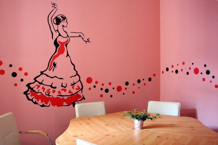 Spanyol tanfolyam spanyol hangulatban, például a Flamenco teremben, kis csoportokban! Így könnyebb a nyelvtanulás, mint fehér falak között!