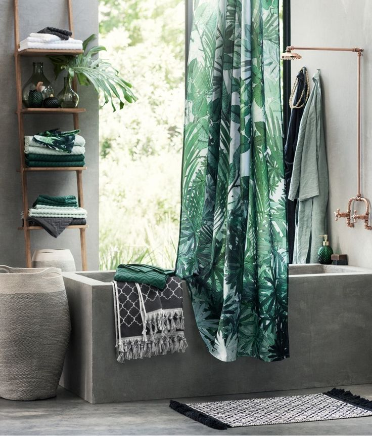 H&M's jacquard-patterned bath towel is definitely what you want to dry off with this spring.