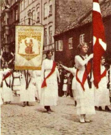 Valgretsoptog 1915 efter kvinderne fik stemmeret. Dansk Kvindesamfund: Kvindernes stemmeret