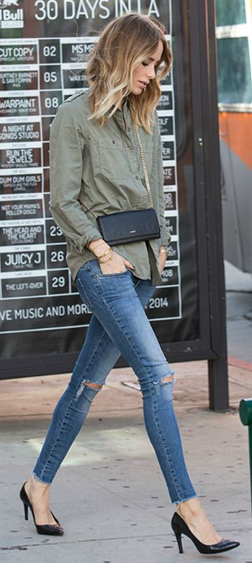 Court shoes and skinny jeans. Add a casual shirt and you are good to go. Via Anine Bing  Jeans/Shoes/Top: Anine Bing
