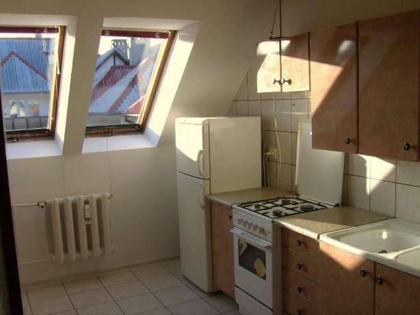 173 000 zł: Mieszkanie dwupokojowe w bloku 4-piętrowym, rozkładowe z balkonem oraz poddaszem 34 m2 do adaptacji. Budynek oddany został do użytku w 1997 roku, w dobrym stanie technicznym.  Mieszkanie z potencjałe...
