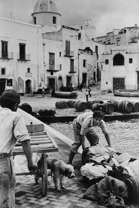 Henri Cartier-Bresson - Italy. Campania. Ischia. Forio. 1952.