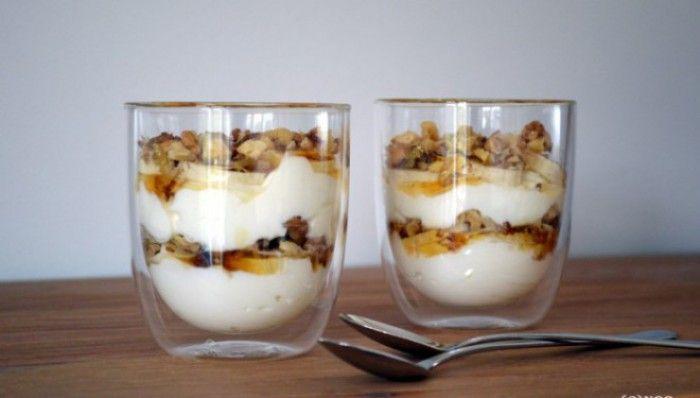 Verrukkelijk toetje: Yoghurt, Banaan, Honing, Walnoten