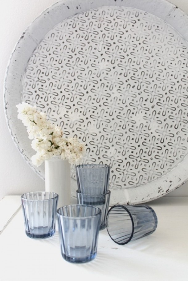 You could paint a wood tray like this with stencils!  Oriental touch - Een oosters tintje