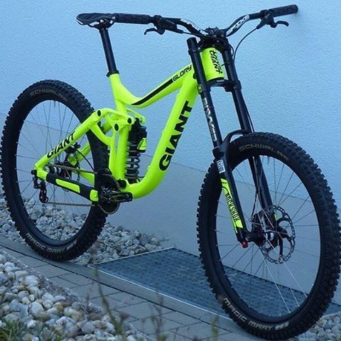 "1,674 Me gusta, 12 comentarios -  World MTB  (@world_mountainbike) en Instagram: ""Impressive Color ----------------------------------------------------- BIKE: Giant Glory Parts;…"""