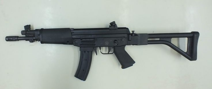 Following the collaborative program with Chile's FAMAE – Fábricas y Maestranzas del Ejército covering the manufacture and sales of the MT40/MT9 submachine guns and the CT40 carbine in Brazil, Forjas Taurus was still to try an additional – and final – venture with that State-owned company. The resulting weapon was another direct descendant of the … Read More …