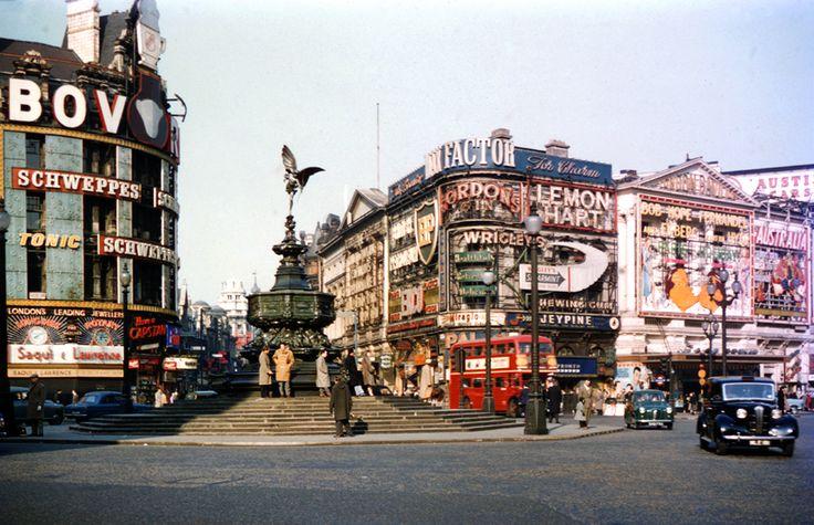 London, Piccadilly Circus, 1957. Photo Sheila Micholson.