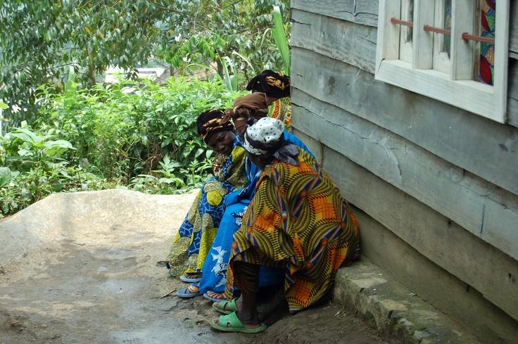 Kvinner på mottakssenteret for voldtatte kvinner og barn i Masisi