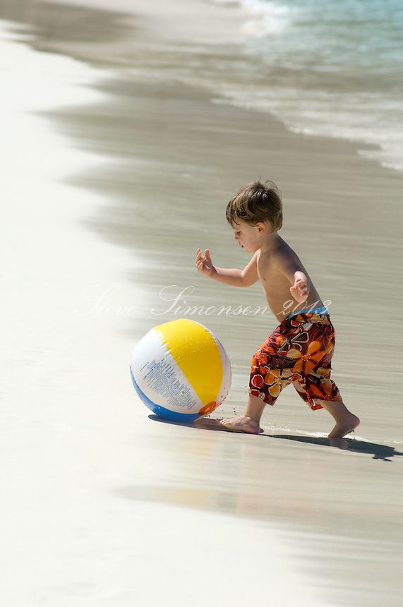 Kids and families at the Trunk beach, Toddler with beach ball