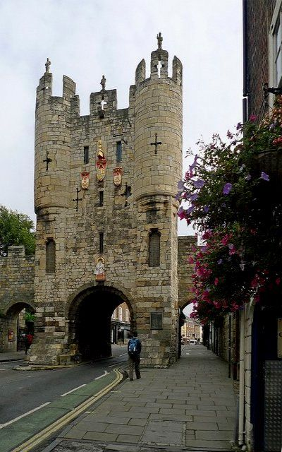 Micklegate Bar - Southern entrance through York's city walls, York, England | Flickr - Photo by jrw080578