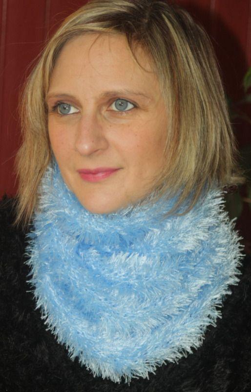 Tour de cou laine imitation fourrure bleu ciel : Echarpe, foulard, cravate par magalie-tissot-creations