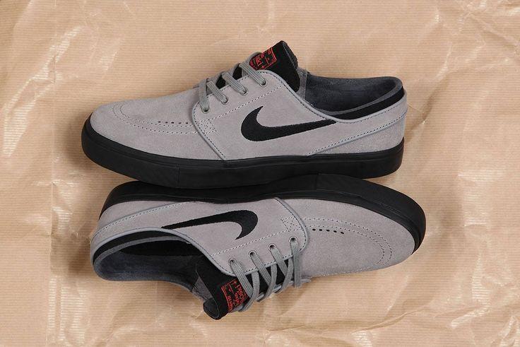 Nike SB Janoski Dust Black Ember https://www.popname.cz/cze/produkt.html/nike-sb/footwear/nike-sb-stefan-janoski-shoe-dust-black-ember-glow-white