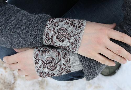 Ravelry: craftzone's Granatai, kinit wristlets with beads!