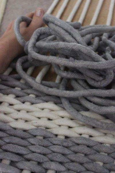 Metier a tisser fait maison pour faire un tapis trapilo