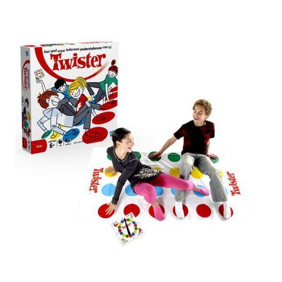 Twister spel. Het bekende spel waar je alle handen en voeten op de juiste kleur moet zetten om te winnen. Speel Twister met familie of vrienden en je heb een avond om nooit te vergeten. Dit hilarische spel biedt nu 2 extra moves.