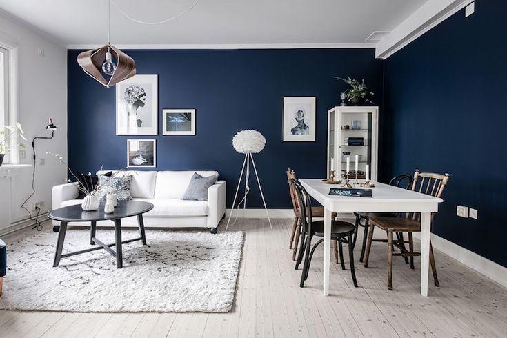 Sininen väri tuo upean yksityiskohdan olohuoneen tunnelmaan