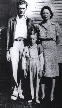 7-Vernon, Elvis, and Gladys Presley, 1942