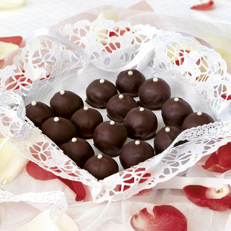 En ask med hemgjorda Mozartkulor är en perfekt present att ge bort! Endast tre ingredienser!