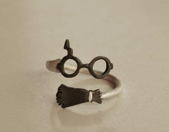 Harry Potter Ring  #Ring #Buch #Schmuck #booknerd #Bücherliebe #lesen #Fan #Harry #Potter #Hogwarts #Besen #Nimbus #Brille #Nerd #Leseratte #Liebe #Bücher