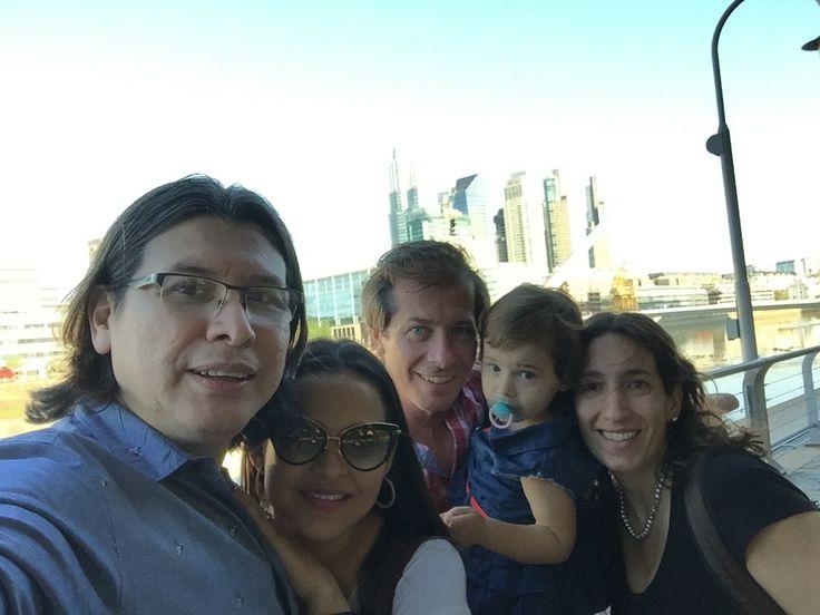 Puerto Madero. Disfrutando con los amigos. Buenos Aires, Argentina