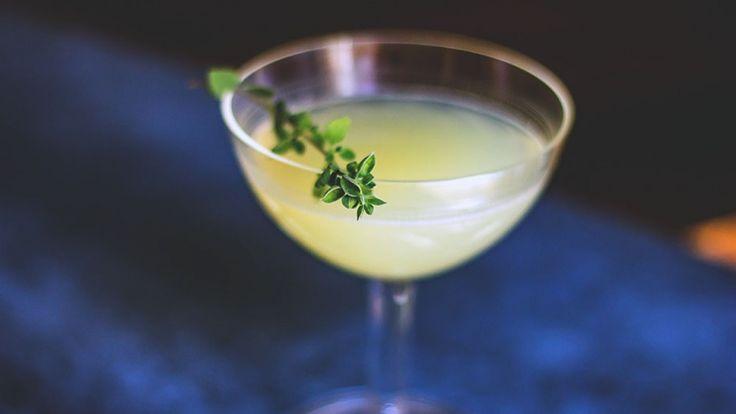 Peach Bitter cocktail ricetta, grappa sour con grappa, limone e peach bitter