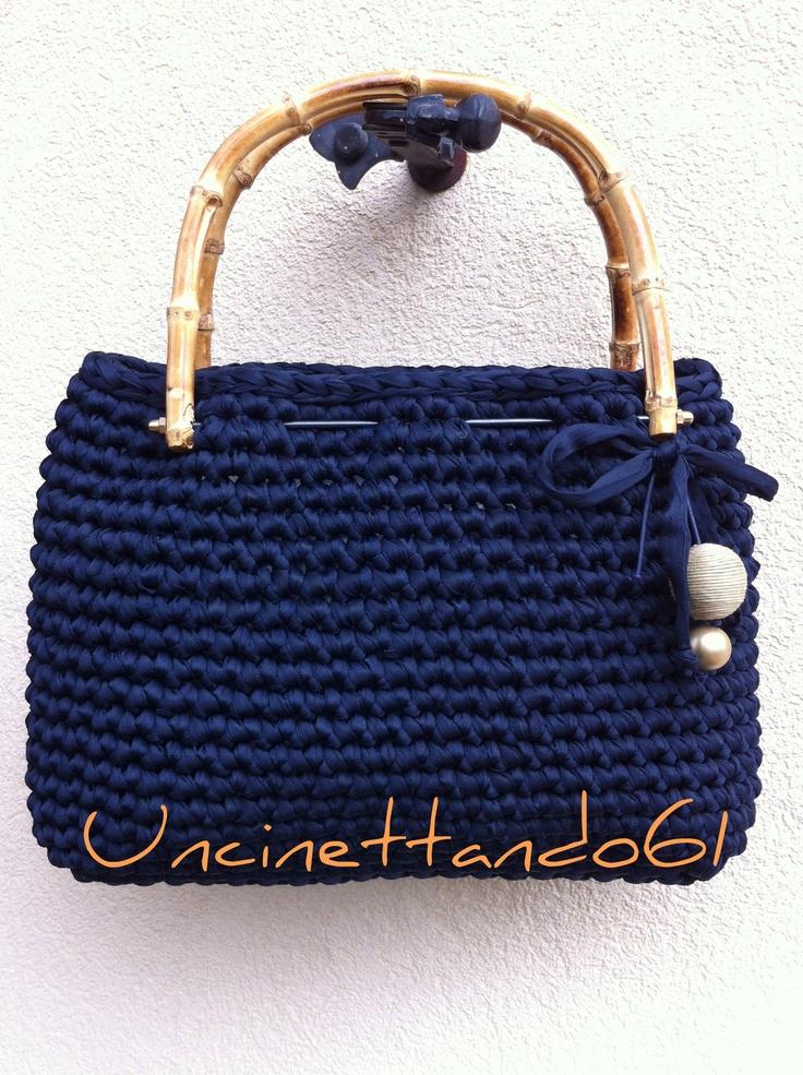 borsa in fettuccia di nylon blu notte con manici bambu', decorazione fiocco in fettuccia , perla in vetro e perla rivestita in spago