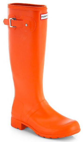 Love the pop of orange rain boots on a dreary day! http://rstyle.me/n/eysxbnyg6