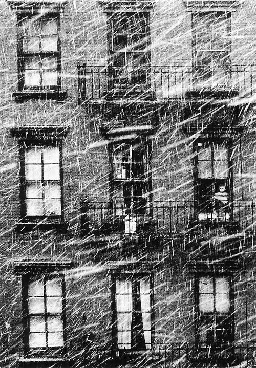 Paul Himmel: Little boy staring at the snow, 1950