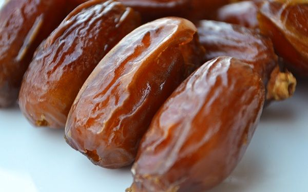 Have you ever wondered what would happen if you started eating dates? Probably not. Most people don't think about dates very much and particularly about the health benefits. But dates are pretty amazing and this little fruit can provide some excellent health benefits. If you start eating three dates a day, here is what you…