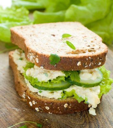Σάντουιτς με αυγοσαλάτα, πράσινη πιπεριά και μαϊντανό | Γιάννης Λουκάκος
