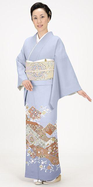 ブルーグレー地に唐草、華文の柄付きが上品な色留袖。結婚式にぴったりの色振袖まとめ。ウェディング・ブライダルの参考に